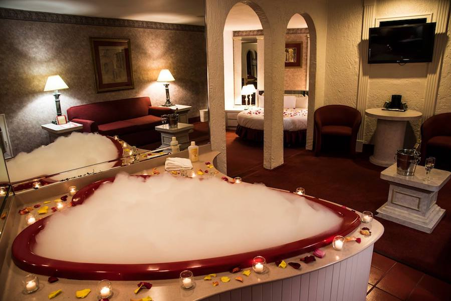 Don T Let The Heart Shaped Hot Tubs Fool You Love Is Dead At These
