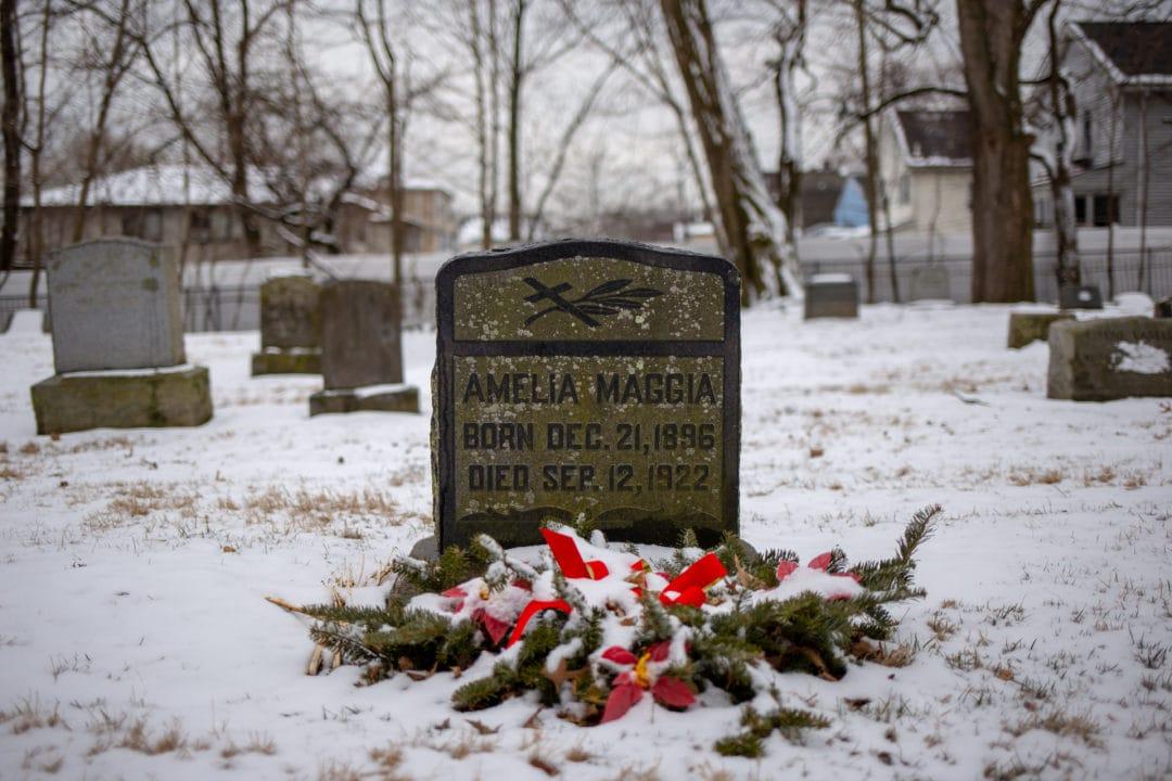 Amelia Maggia's gravestone
