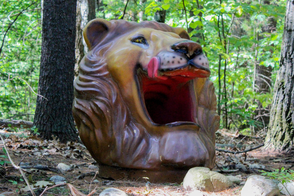 lion head trash can
