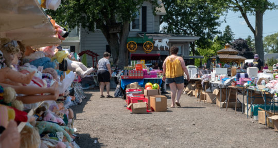 Weird wares and friendly faces: The World's Longest Yard Sale spans six states and 690 miles